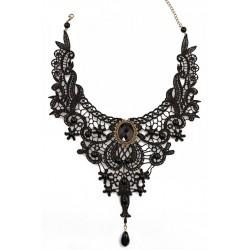 Le maxi collier dentelle et perles