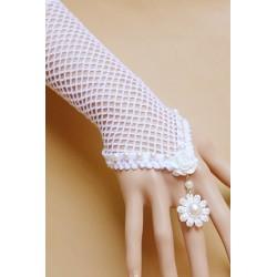 Les gants en résille blanche perles nacrées