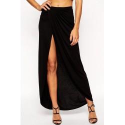 La jupe fendue noire asymétrique