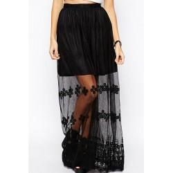 La jupe longue noire brodée