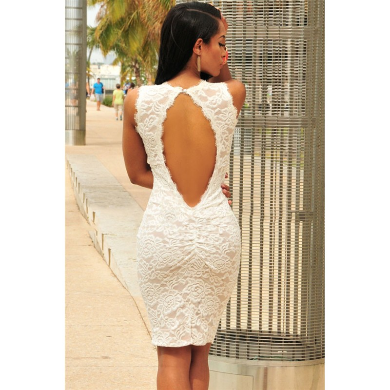 la robe dos nu en dentelle blanche sur bustiers et corsets. Black Bedroom Furniture Sets. Home Design Ideas
