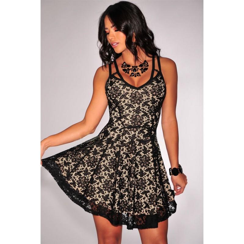 la robe tendance en dentelle noire nude sur bustiers et corsets. Black Bedroom Furniture Sets. Home Design Ideas