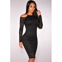 La robe en dentelle épaules nues noire ou crème