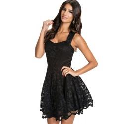 La robe à bretelles en dentelle noire