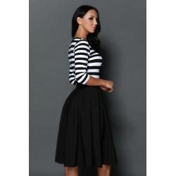 La robe rétro rayée noire et blanche