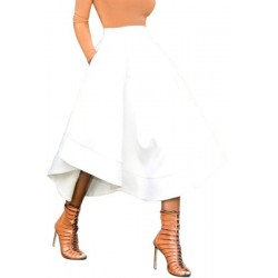 La jupe plissée blanche asymétrique