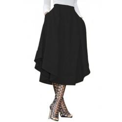 La jupe plissée noire asymétrique