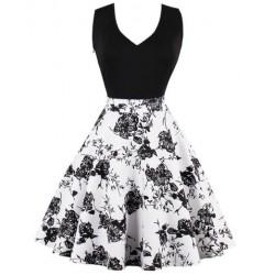La robe à fleurs noire et blanche