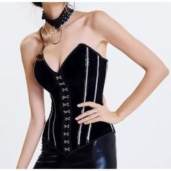 Le corset en velours et ses armatures apparentes