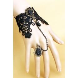 Le bijou de main noir élégance