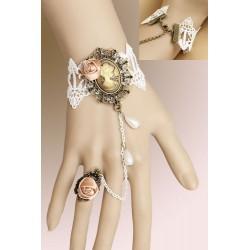 Bijou de main vintage blanc