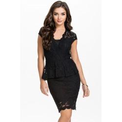 La robe en dentelle noire Dina