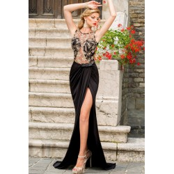 La robe du soir noire et or